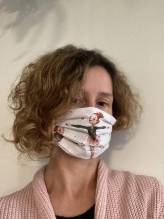 E. Táncos lányos textil maszk