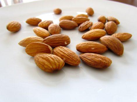Illatolaj Mandulatej (Almond Milk)